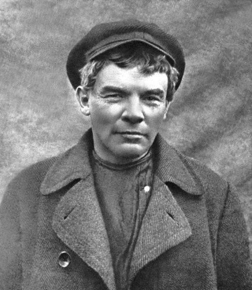 Oholený Lenin v paruce ve Finsku, 11. dubna 1917. (obr. 1)