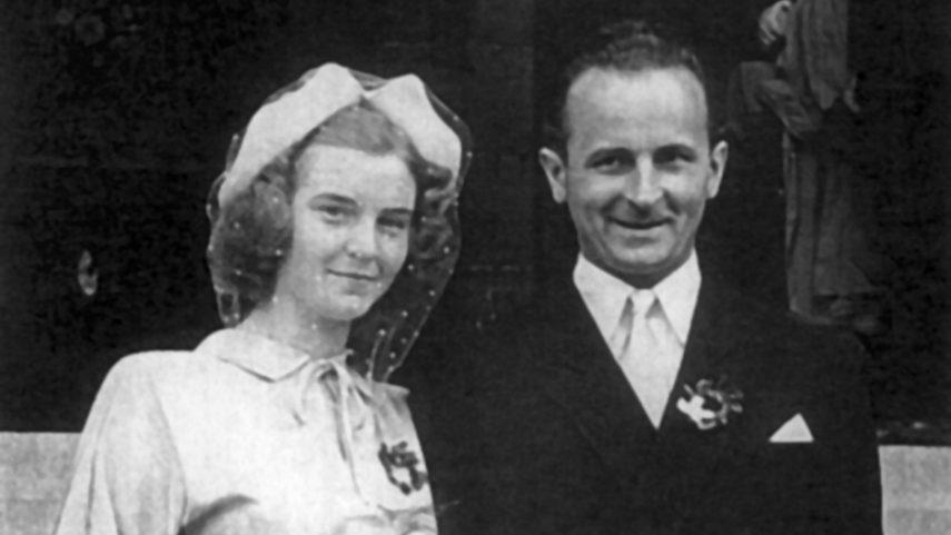 Svatební fotografie Bohdana Chudoby a Evy Tomancové, Paříž, 27. srpna 1949. Foto: Jaroslav Vrzala.