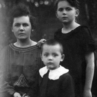 (Ida, Žeňa a Boris Uralovovi v Dikance.)
