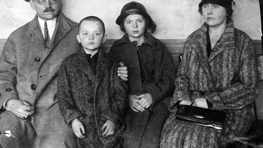 (Nikolaj, Boris, Žeňa a Ida v roce 1925.)