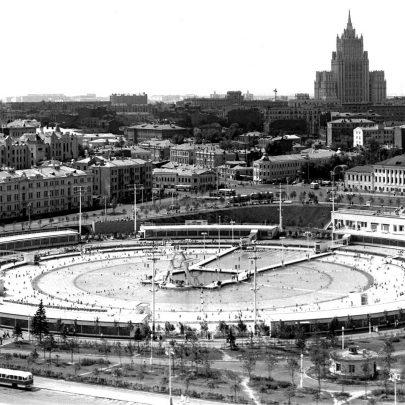 Koupaliště Moskva, 60.–70. léta. Zdroj: https://pastvu.com/p/3842. (Obr. 12)