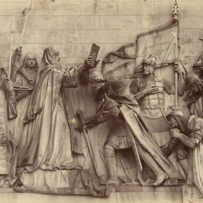 Dmitrij Donskoj přijímá požehnání, mramorový reliéf. Zdroj: Kiričenko, Chram, s. 81–82. (Obr. 7)