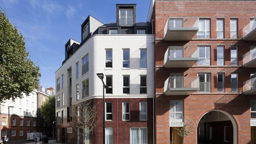 (The Bourne Estate, Londýn.)