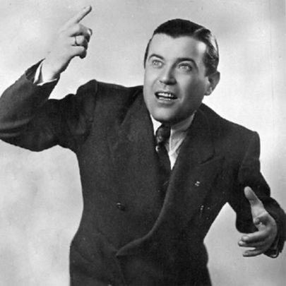 Dirigent Cinico Angelini na reklamní fotografii z roku 1938.