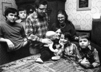Kamila Bendová s rodinou, 1985.