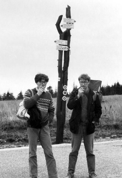 Alexandr Vondra s Jáchymem Topolem na pašerácké stezce, asi 1987.