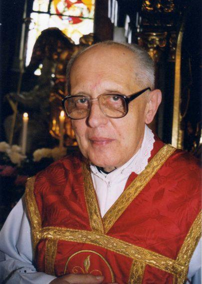 V hrádeckém farním kostele v r. 1998 (foto P. Kosmák).