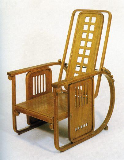 Sitzmaschine, dodnes vyráběné polohovatelné křeslo, původně navržené pro sanatorium Purkersdorf (1905).