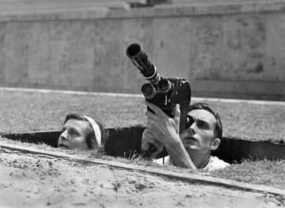 Leni Riefenstahlová se svým kameramanem.