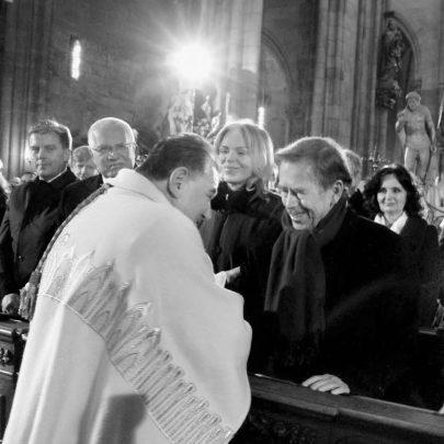 Dominik Duka s Václavem Havlem v katedrále sv. Víta 10. 4. 2010 při slavnostním přebírání arcidiecéze od svého předchůdce Miloslava Vlka. Foto: soukromý archiv D. Duky.