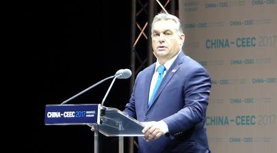 Projev Viktora Orbána na summitu inciativy 16+1 v Budapešti v listopadu 2017. Foto: Elekes Andor, Wikimedia Commons.