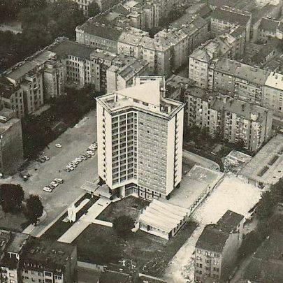 Letecký snímek hotelu Continental (pohled směrem k Lidické ulici), snímek z roku 1967. (obr. 2)