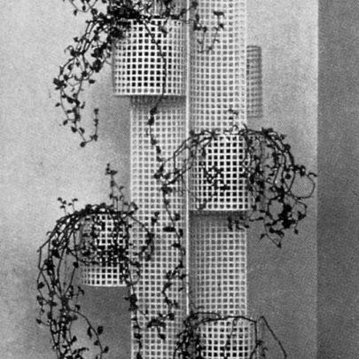 Josef Hoffmann: Stojan na květiny, 1904–1906. Repro: Wiener Werkstätte (2008), s. 33. (obr. 10)