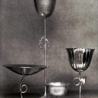 Josef Hoffmann: Stříbrné sklenice, kolem roku 1925. Repro: Wiener Werkstätte (2008), s. 164. (obr. 11)