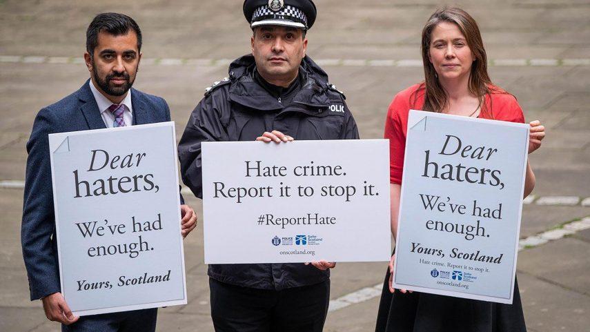 Do kampaně za prosazení zákona proti podněcování nenávisti se zapojil i skotský ministr spravedlnosti Humza Yousaf (vlevo). Foto A Scottish Government hate crime publicity picture.