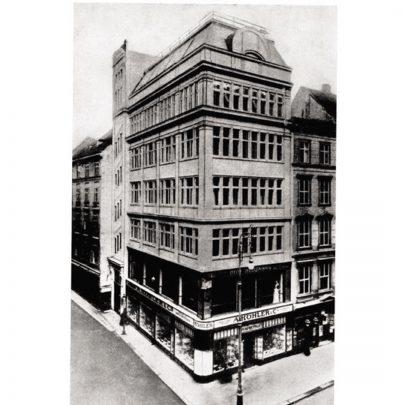 Johann F. B. Walland: Obchodní a obytná budova na rohu ulic Kärntnerstrasse a Himmelpfortgasse ve Vídni, 1906/1907. (obr. 29)