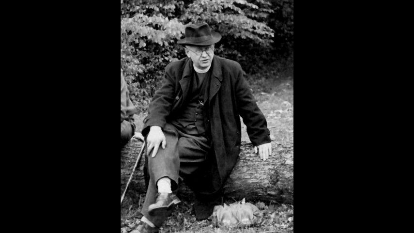P. Dominik Pecka na výletě s brněnskou mládeží, 1952. Foto z archivu Květoslava Šipra.