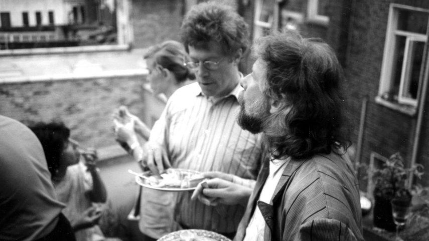 Petr Oslzlý v rozhovoru s Rogerem Scrutonem v době letního pobytu v Anglii v roce 1985.