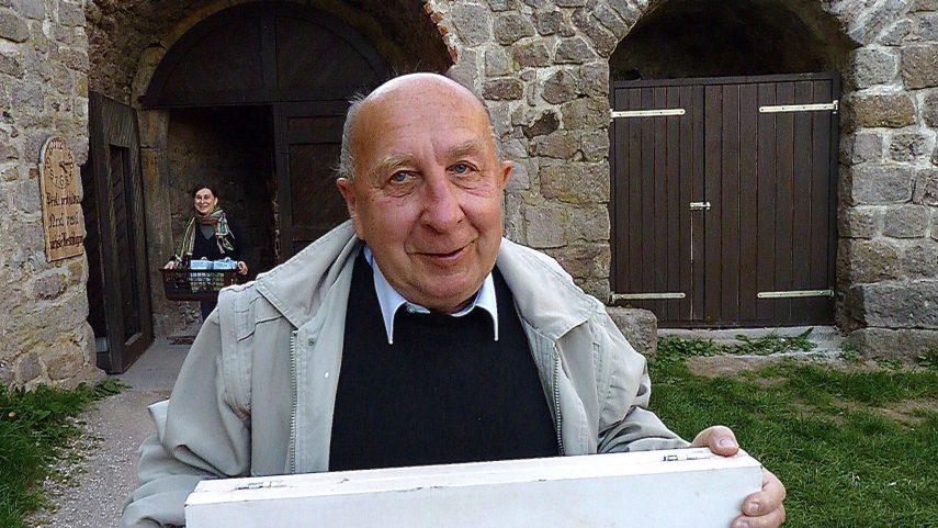 Jiří Červenka na hradě Pecka. Foto Bohdan Holomíček.